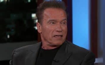 Arnold Schwarzenegger sempre legato alla California scopre il talento del figlio Il fusto del film in ascesa si mette a nudo per la sequenza intima del nuovo film horror Daniel Isn't Real, uscito il 6 dicembre.